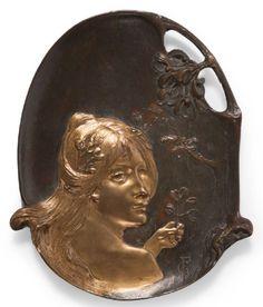 VIDE POCHE ART NOUVEAU  Portrait de jeune fille Bronze à patine dorée et brune Monogrammé FG