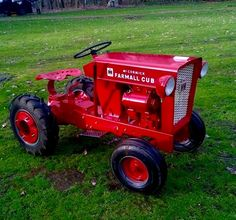 Cub Cadet looks good dressed up in red John Deere Garden Tractors, Lawn Tractors, Small Tractors, Tractor Mower, Compact Tractors, Ford Tractors, Small Garden Tractor, Garden Tractor Pulling, Wheel Horse Tractor