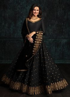 Fashion Design Dress Style Black For 2019 Indian Gowns, Indian Attire, Pakistani Dresses, Indian Outfits, Indian Anarkali, Designer Party Wear Dresses, Indian Designer Outfits, Anarkali Dress, Lehenga Choli