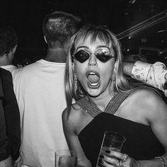 "May 2019 is Miley's debut "" she is coming "" surprise ! Cat Valentine, Justin Bieber, Selena Gomez, Ariana Grande, Miley Cyrus Style, Danielle Bradbery, Sarah Shahi, Kellan Lutz, Elizabeth Gillies"
