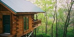 Cliffside Cabin – Muscoda. This secluded cabin has floor-to-ceiling windows offering a panoramic view of the wooded valley and nearby bluffs.