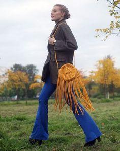 To crochet a handbag, you need to know just how to perform SC (single crochet). Quite a little time and you'll have a bright handbag! Crochet Shell Stitch, Crochet Poncho, Crochet Handbags, Crochet Purses, Handbag Tutorial, Ribbon Yarn, Irish Lace, T Shirt Yarn, Single Crochet