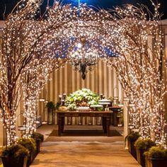 Flor & Cia ✨✨✨ #tbt #lovelittlelights #decorbyflorecia #florecia #flor_e_cia #weddingdecor #allaboutthelights  Foto: @_umbelinofotografias
