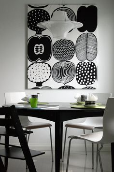 Mustavalkoinen kangastaulu keittiössä, Marimekko Inside A House, Tableau Design, Black And White Interior, Interior Decorating, Interior Design, Inspiration Wall, Marimekko, Scandinavian Interior, House Colors