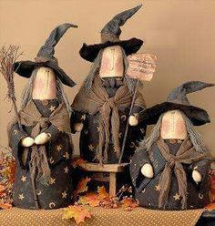 Primitive Halloween Dolls halloween so fun to make! Dulceros Halloween, Adornos Halloween, Halloween Projects, Holidays Halloween, Vintage Halloween, Halloween Decorations, Country Halloween, Halloween Recipe, Primitive Halloween Decor