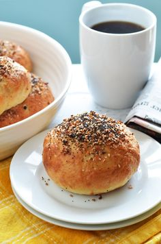 Freezer-Friendly Everything Bagel Bombs. Cheese, ham, and eggs are stuffed into bagel-ified dough for the perfect reheatable breakfast for busy mornings.  Only 240 calories per serving! | hostthetoast.com Freezer Cooking, Freezer Meals, Quick Meals, Cooking Recipes, Cooking Ideas, Bagel Bombs, Delicious Desserts, Yummy Food, Yummy Recipes