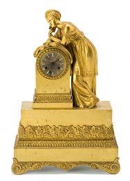 Reloj de sobremesa francés Restauración en bronce dorado, del segundo cuarto del siglo XIX