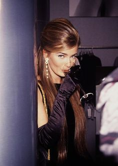 Paulina Porizkova wearing long black gloves. She has been my idol since I was so little! Such a timeless beauty...