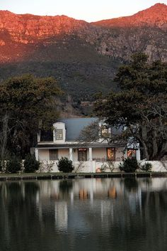 Lake at Franshhoek, South Africa Travel and Photography from around the world. Cape Town Holidays, South African Homes, Beautiful Homes, Beautiful Places, Out Of Africa, Africa Travel, Curb Appeal, Live, Places To Go