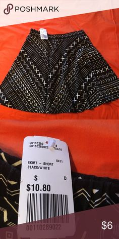 Skater Skirt Brand new from forever 21 skater girl skirt! Cute black and white pattern. Light weight and comfortable. Stretchy waist band. Forever 21 Skirts Circle & Skater