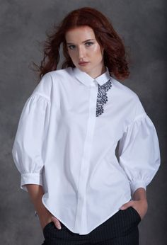 БЛУЗКА Miss - surfing Blouse Styles, Blouse Designs, Hijab Fashion, Fashion Dresses, Fashion Details, Fashion Design, Trends 2018, White Shirts, Dress Patterns