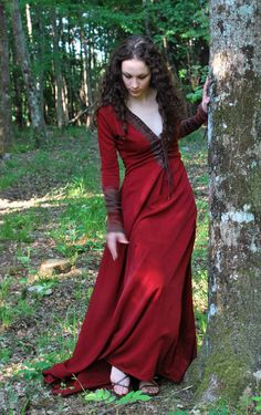 Morgane Red, robe d'inspiration Arthurienne par Lorliaswood.