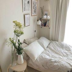all white modern bedroom decor houseplants tiny gallery wall Room Ideas Bedroom, Bedroom Decor, Bedroom Inspo, Modern Bedroom, Cute Room Decor, Minimalist Room, Aesthetic Room Decor, Cozy Room, Home And Deco