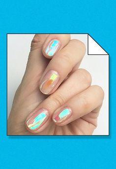 La tendance holographique s'impose sur nos ongles | ASOS