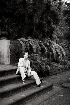 Hermès - Vestiaire d'Été 2014. Suit in cotton gabardine, officer collar shirt in crêpe de Chine, flat sandals in crocodile. #hermes #womenswear #fashion