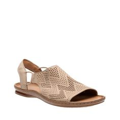 The Sarla Cadence is the upgraded women's slide sandal from the Clarks® Artisan Collection. Features include a perforated upper with multiple geometric designs to spark extra visual interest plus an ankle strap for added support. Soft leather or nubuck linings create extra comfort for the foot, while  <a href=/about-clarks/cushion-plus>Clarks Cushion Plus™</a>Plus™ technology softens every step.