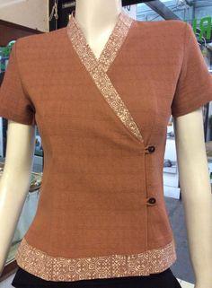 Tunic Designs, Kurta Designs Women, Kurti Neck Designs, Dress Neck Designs, Stylish Tops For Women, Kids Dress Wear, Batik Fashion, Techniques Couture, Blouse Models