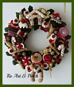 What a fun wreath. Christmas Makes, Noel Christmas, Rustic Christmas, All Things Christmas, Decoration Christmas, Felt Christmas Ornaments, Xmas Decorations, Christmas Crafts, Christmas Sewing
