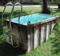 Talk about dumpster diving. Mini pool for two from a small shipping container or is it a dumpster. Mini Piscina, Dumpster Pool, Dumpster Diving, Garbage Dumpster, Livestock Water Trough, Homemade Swimming Pools, Shipping Container Pool, Shipping Containers, Dunk Tank