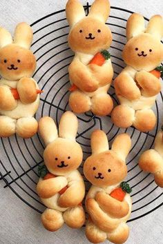 Food ideas for Easter - bunny rabbit shaped food - creative rolls and food art - party platter ideas - bread ideas to serve with holiday meals Easter Snacks, Easter Brunch, Easter Treats, Easter Dinner Recipes, Holiday Recipes, Holiday Meals, Easter Desserts, Easter Food, Easter Salad