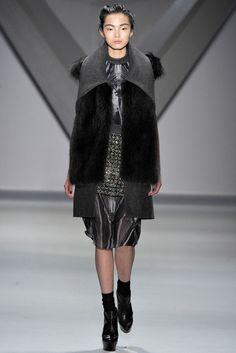 Vera Wang Fall 2012 Ready-to-Wear Fashion Show - Xiao Wen Ju