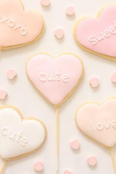 valentine ideas from 'hello naomi': cupcakes Valentines Day Cakes, Valentine Cookies, My Funny Valentine, Happy Valentines Day, Easter Cookies, Birthday Cookies, Christmas Cookies, Heart Cookies, Cute Cookies