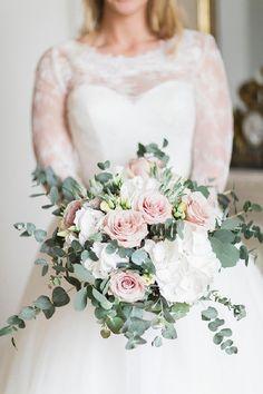 Pastel pink roses bouquet | Image by Lauren Michelle