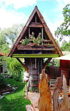 Clever use of a large tree stump in a backyard in Boise's East End. A treehouse for the grandkids.