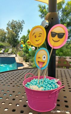Fun and colorful Emoji Birthday Party ideas including DIY decorations, food and drink, and party favors for a summer pool party. Golden Birthday Parties, Kylie Birthday, Birthday Bbq, 12th Birthday, Birthday Cakes, Emoji Theme Party, Pool Party Themes, Party Ideas, Pool Party Centerpieces