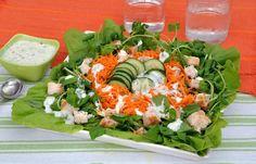 Salada mista com molho de iogurte