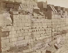Muraille du Temple d'Ammon à Karnak. Photographe : Jean Pascal Sebah (1838-1910)
