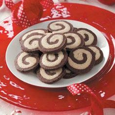 Chocolate Peppermint Pinwheels Recipe -My cookie-loving family is never satisfied with just one batch of these minty pinwheels, so I automatically double the recipe each time I bake them. Best Christmas Cookie Recipe, Christmas Treats, Pinwheel Cookies, Pinwheel Recipes, Chocolate Flavors, Chocolate Swirl, Different Recipes, Holiday Recipes, Party Recipes