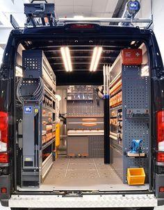 Lofficina mobile aiuta le aziende a raggiungere i propri clienti per prestare assistenza! Ma come può essere allestita? Van Storage, Truck Storage, Tool Storage, Storage Ideas, Trailer Shelving, Van Shelving, Garage Tools, Garage Workshop, Van Organization