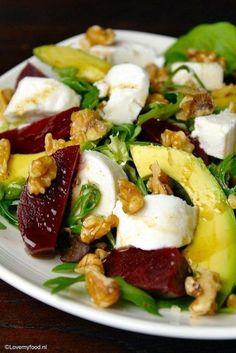 Salade met bietjes, geitenkaas en honing-balsamico dressing - Lovemyfood.nl