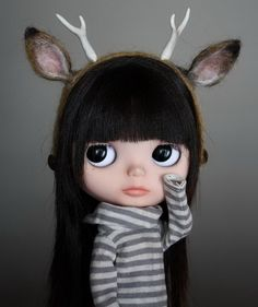 hipster blythe with antlers. ah! i wanna paint this!