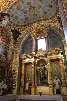 En la capilla de San Pedro de Alcántara ,una escultura del santo ,obra de Pedro de Mena ,nos revela otro prodigio del barroco