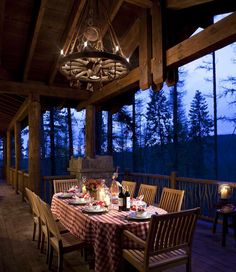 Outdoor Rooms, Outdoor Dining, Outdoor Furniture Sets, Fresco, Rustic Deck, Log Cabin Homes, Decks And Porches, Winter House, Cabins In The Woods