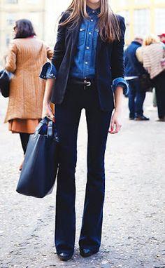 Street style   Denim shirt, flared pants, blazer and oversize tote bag