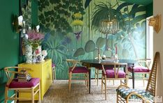 This Lush Hollywood Home Is Just Like Living in a Magical Forest - Dining Room With Jungle Mural Tropical Wall Decor, Sweet Home, Turbulence Deco, Hollywood Homes, Popular Colors, Dining Room Lighting, Art Mural, Wall Patterns, Dining Room Design