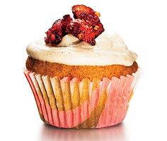 Lightened-Up Comfort Food: Cupcakes. Pretty and pleasing, cupcakes have the added benefit of built-in portion control. We love these Sweet Potato Cupcakes With Chai Frosting that clock in under 75 cals per cake. Fun Cupcakes, Cupcake Cakes, Cup Cakes, Spice Cupcakes, Heart Cupcakes, Cheesecake Cupcakes, Healthy Desserts, Just Desserts, Healthy Meals