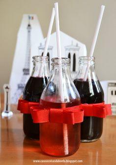 garrafinhas vazias de leite de coco recicladas para servirem bebidas em festinhas