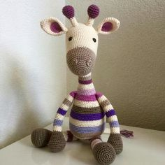 This Pin was discovered by Emi Crochet Giraffe Pattern, Crochet Animal Patterns, Crochet Bear, Stuffed Animal Patterns, Crochet Patterns Amigurumi, Crochet Animals, Crochet Dolls, Diy Crafts Crochet, Crochet Projects