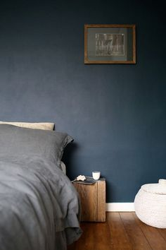 Hadn't thought of dark walls, but this works so well with the wood. Worth considering for guest room where there's lots of sunlight so no need for light colours only.