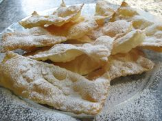 Typical Carnival sweet: Crostoli (o chiacchiere, frappe, bugie, cenci, galani) Italian Cookie Recipes, Cuban Recipes, Italian Cookies, Italian Desserts, Great Recipes, Snack Recipes, Dessert Recipes, Favorite Recipes, Beignets