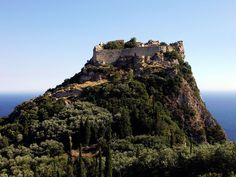 Angelokastro Castel is a Byzantine castle on the island of Corfu, Greece. It stands ft m) on a above the sea and surveys the City of Corfu. Probably built in the XIIe century Beautiful Places To Visit, Places To See, Amazing Places, Greek Castle, Villas In Corfu, Beautiful Castles, Cultural, Thessaloniki, Hotels Near
