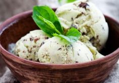 Your childhood favorite is now a delightful dairy free treat! Try Chocolate chip mint ice cream with coconut milk instead. Blender Recipes, Smoothie Recipes, Cooking Recipes, Vitamix Blender, Smoothies, Vitamix Recipes, Chocolate Chip Ice Cream, Mint Chocolate Chips, Vegan Chocolate