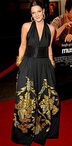 Look of the Day › February 10, 2007 Barrymore attended the L.A. premiere of her new movie, Music and Lyrics, in an Asian-inspired halter dress. The leading lady complemented the ornate dress with gold bangles and canary diamond-encrusted hoops by Ofira Schwartz.