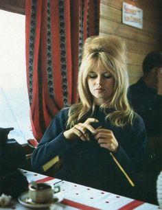 BRIGITTE BARDOT Knitting 1961