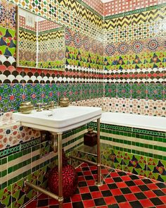 Obsessed with the tile in this bathroom- bathroom, interior, design