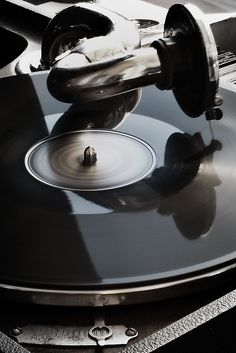 """Antique Classic Style Phonograph, Vinyl Record Player"" !...  http://about.me/Samissomar"